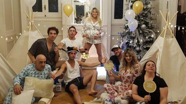 Las fotos de la pijamada que organizó Vicky Xipolitakis por sus ocho meses de embarazo