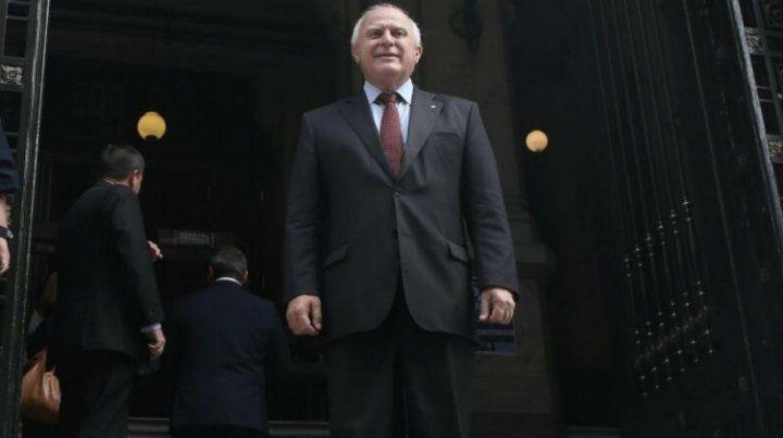 El gobernador de Santa Fe al salir de la sede la Corte Suprema de Justicia de la Nación.