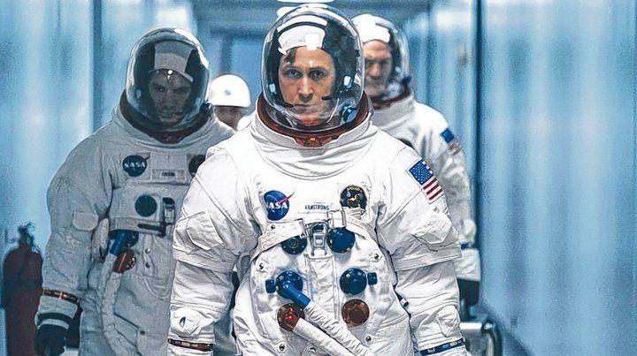 Héroe y mito. Ryan Gosling es Neil Armstrong. La película combina la épica de su hazaña con la intimidad de su hogar.