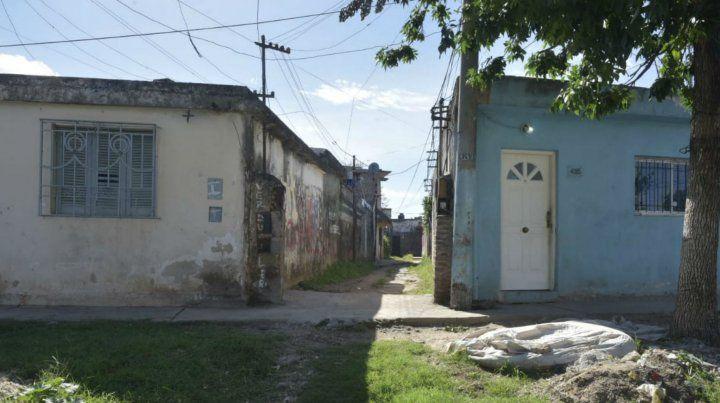Al final de este pasillo en Pueyrredón al 4000 está la casa donde se produjo el homicidio.