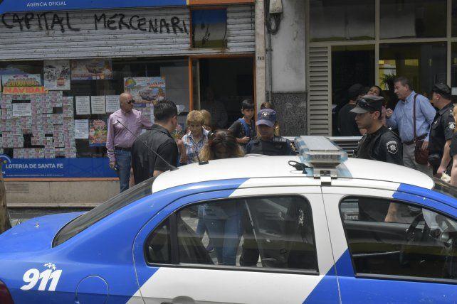 Un hombre denunció que le robaron 10 mil pesos a metros de La Capital