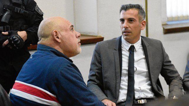 Tribunales. El conductor del vehículo (izquierda) durante una audiencia.