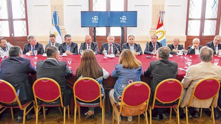 Salón blanco. Miguel Lifschitz cosechó ayer el aval unánime de senadores y diputados del oficialismo y la oposición (excepto los macristas).