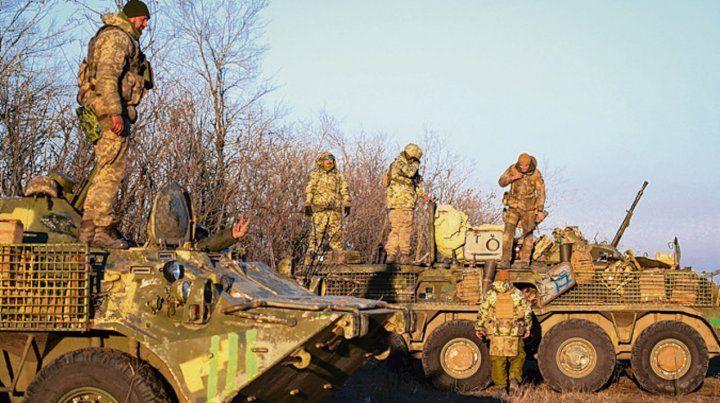 Despliegue. Blindados ucranianos cerca de la costa del mar de Azov.