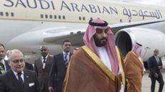 Aislado. El príncipe Salman llegó el miércoles. A su lado, Faurie.