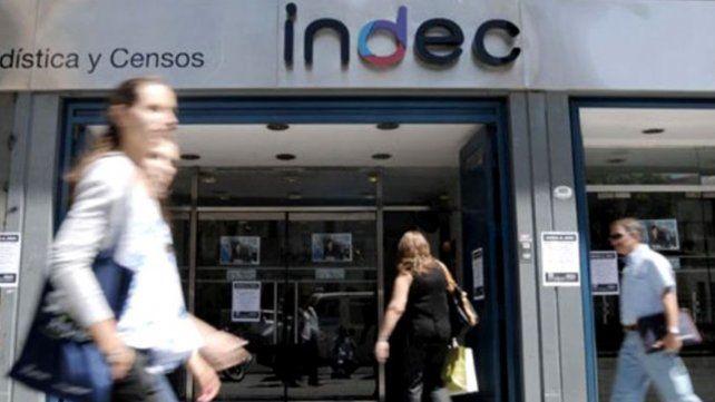 Los salarios perdieron 14 puntos frente a la inflación, según el Indec