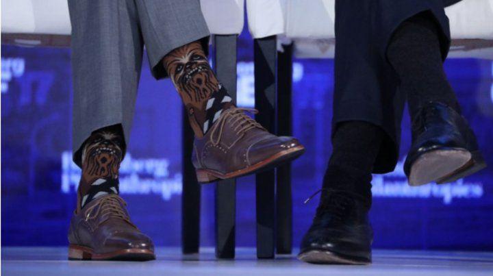 El presidente de Canadá llama la atención con sus llamativas medias