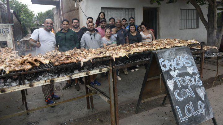 La pollada que los vecinos del pasaje Laprade organizaron para ayudar a los padres de Lorenzo.