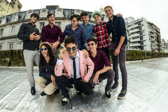 El grupo de veinteañeros se caracteriza por dar shows enérgicos y bailables.