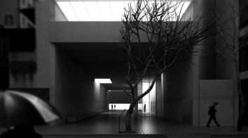 Se resuelve como expansión de la vereda hacia el interior de la manzana y como un espacio público.