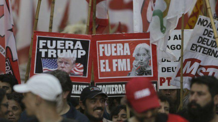 Pancartas. Los manifestantes no lograron inquietar al G20.