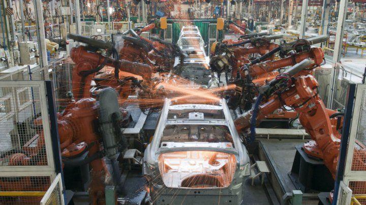 Desplome. La industria automotriz fue uno de los sectores más afectados.