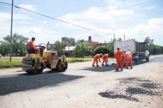 En obra. El mantenimiento se realiza con la técnica de asfalto caliente.