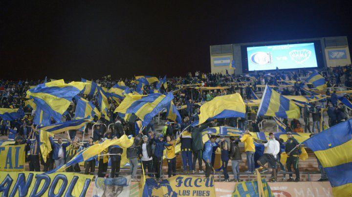 Presentes. El jueves habrá más de 15 mil almas canallas en el estadio Malvinas Argentinas.