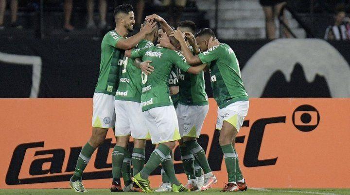 Chapecoense venció a San Pablo y mantuvo la categoría en Brasil