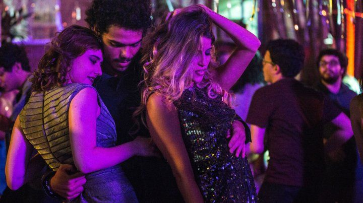 Baile sensual. Los capítulos estreno incluyen escenas de alto voltaje erótico.