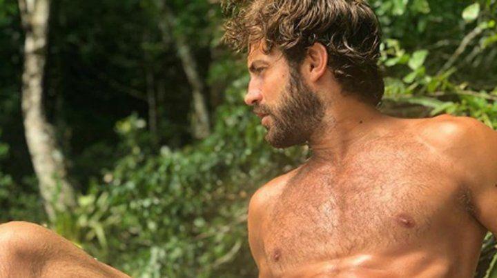 Benjamín Alfonso se desnudó en plena playa de Brasil