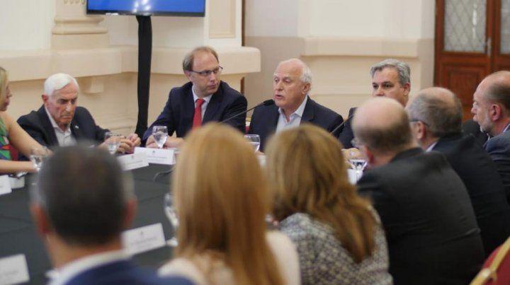 El gobernador Miguel Lifschtiz se reunió con los legisladores en la capital de la provincia.