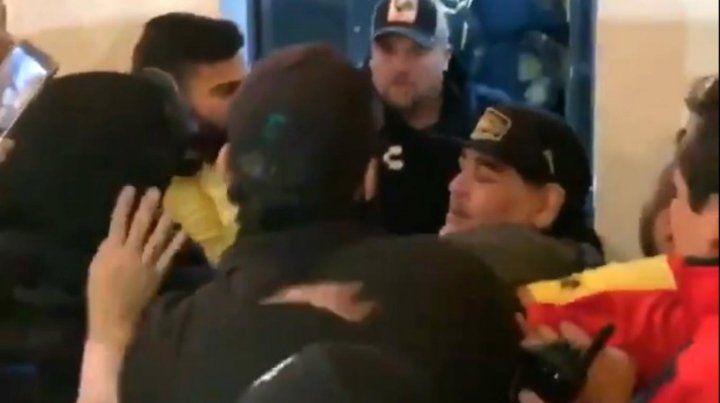 Diego Maradona enfureció con el canto de los hinchas en su contra. (Foto: captura de video)