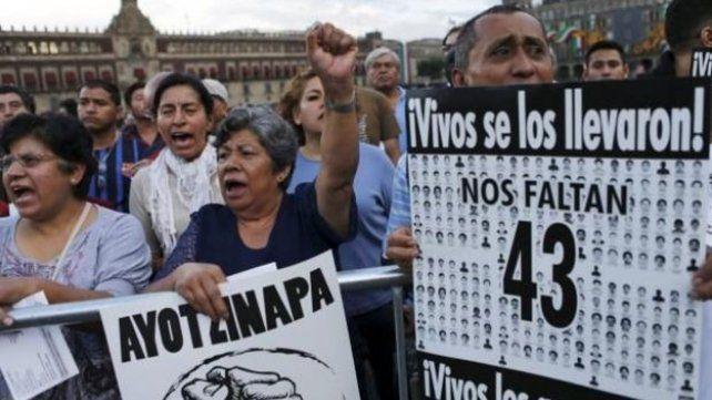 Marcha por los jóvenes de Ayotzinapa.