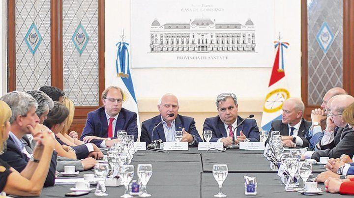 Salón Blanco. El gobernador pudo exhibir ayer el respaldo de todo el arco político provincial.