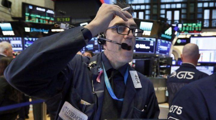 Manía y depresión. Wall Street festejó el lunes y el martes se hundió.
