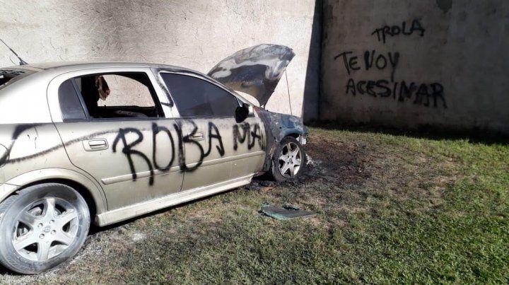 Así quedó el auto tras ser vandalizado.