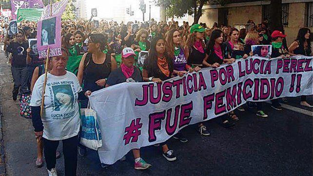 Reclamo. Las mujeres marcharon hasta los Tribunales.
