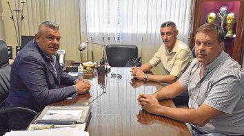 Charla amena. Claudio Tapia, presidente de la AFA, junto al vicepresidente DAmico y el secretario Juan Concina.
