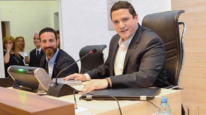 conductor. Alejandro Rosselló seguirá presidiendo el Concejo.