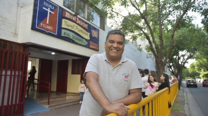 siempre dispuesto. Walter Alarcón trabaja hace siete años en la escuela y su presencia constante hizo huella entre los chicos.