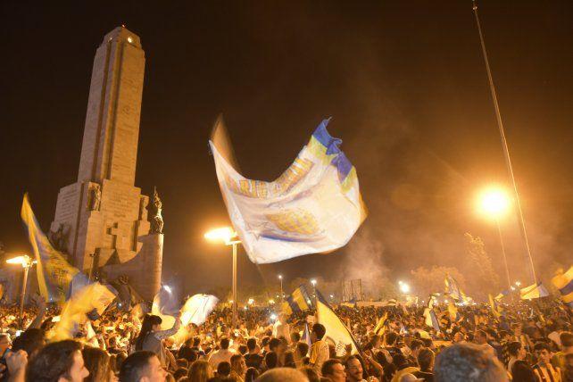 Hasta el Monumento se volvió loco de alegría con el triunfo canalla