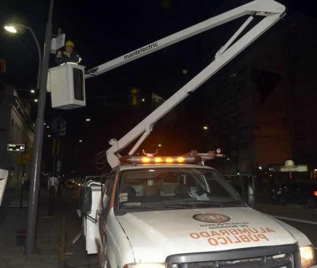 Nueva tecnología. En la mayoría de las avenidas ya se incorporó iluminación led.