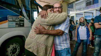 Faustina y Mario se encontraron en la terminal de ómnibus de Santa Fe el jueves. Ahora, tienen mucho por hablar y recordar.