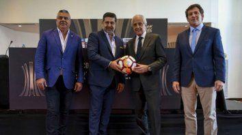 Juntos. Antes del escándalo, Tapia, Angelici, DOnofrio y Domínguez presentan la final.