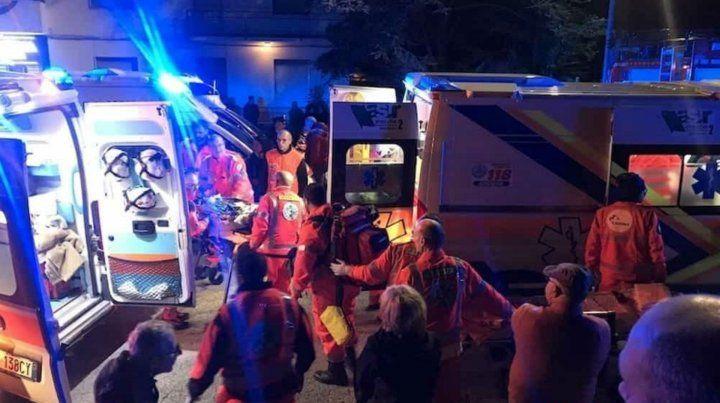 Los equipos de rescate en el lugar de la tragedia.