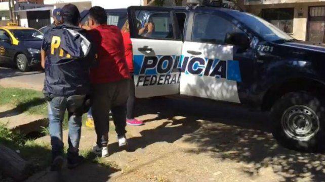 Una de las personas detenidas esta mañana en Villa Banana.