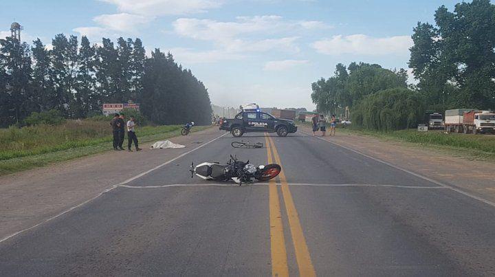 Un ciclista y un motociclista perdieron la vida en un siniestro vial sobre la ruta A012