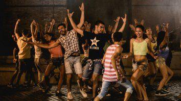 Molina dirigió a más de 40 bailarines, niños y jóvenes, del Ballet Sipam; de Los Pinochos, de Mariana Salas, y al grupo de hip hop Golden Crew.