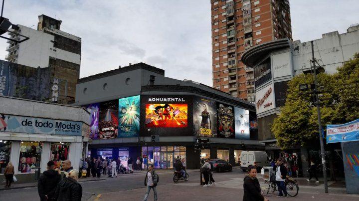 La esquina. La fachada será renovada e incluirá grandes pantallas led.