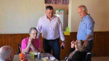 Juntos. Busquet y Bonifacio, con los abuelos de la casa. Llebaron buenas noticias.
