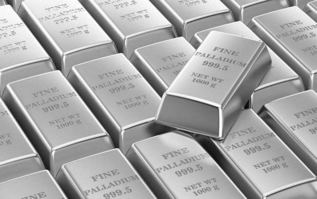Finos lingotes. El paladio suele extraerse como un subproducto del níquel en Rusia y del platino en Sudáfrica.