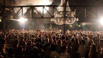 Todos a bailar. Los concejales evalúan permitir que bares, restó y boliches tengan la misma insonorización para difundir música.