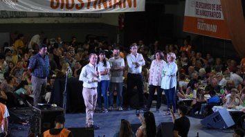 Giustiniani encabezó un concurrido encuentro de fin de año en Rosario.