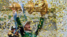 El mejor. Canapino explota de emoción al alzar la Copa de Oro tras una final para el infarto.