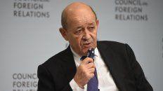 El ministro de Exteriores, Jean-Yves Le Drian, declaró que se investiga sobre una manipulación extranjera de Twitter.