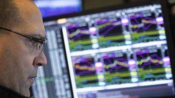 Volátil. Wall Street arrancó en baja pero se recuperó por las tecnológicas.