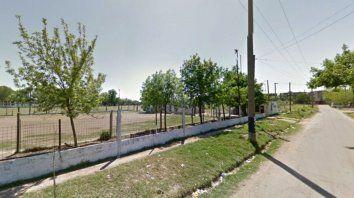 Kevin fue asesinado en el baño del vestuario  de una cancha de fútbol del club San Cayetano, situado en pasaje  Demestri 6022, en barrio Bolatti.
