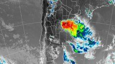 La imagen de radar demuestra la formación de tormentas en la mesopotamia argentina, además de una parte de Santa Fe, Córdoba y Entre Ríos.