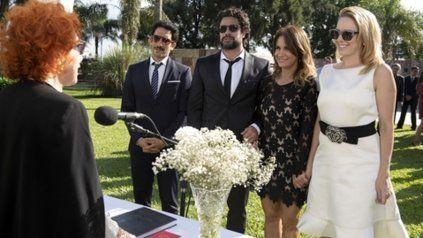 ¿Se casarán?. Juan Minujín, Luciano Castro, Nancy Dupláa y Carla Peterson en una escena clave de hoy.